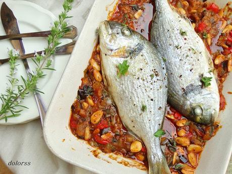 Dorada al horno con verduras y almendras