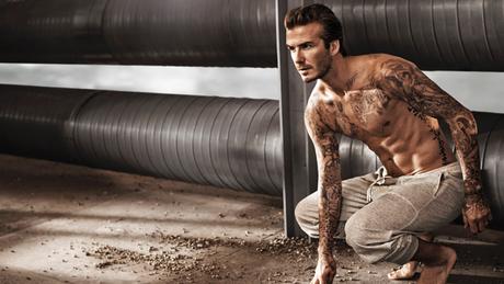 David Beckham, ícono de moda y de futbolista tatuado a pesar de haberse retirado ya.