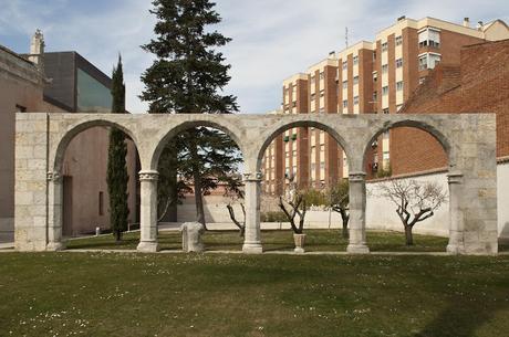 Los arcos conservados de la Casa de las Aldabas
