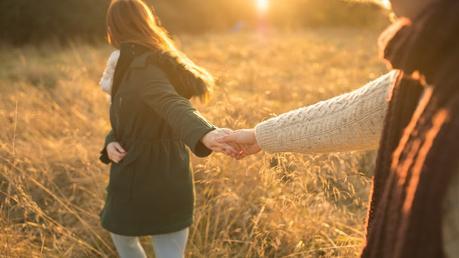 Soñar con caminar en pareja
