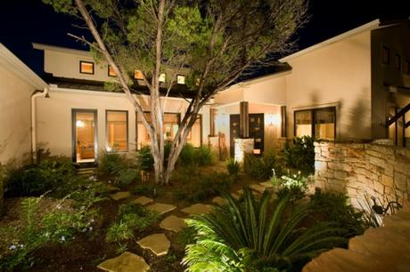 Iluminar el jardín es una tarea estratégica - Cómo iluminar el jardín como corresponde