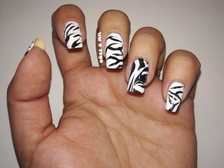 Diseño de uñas de cebra