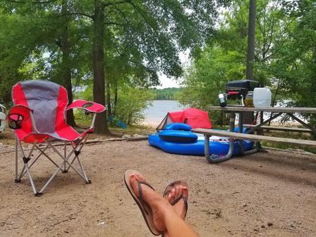 Satterwhite-Point-campsite-Kerr-Lake-NC-14 ▷ Comente sobre 52 maneras de ahorrar dinero en los viajes Cómo ahorrar dinero y cocinar comidas saludables mientras viaja - The Thrifty Issue