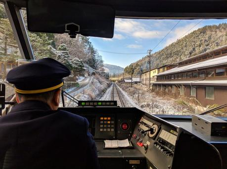 Train-in-winter-in-Japan.jpg.optimal ▷ ¿Cómo es viajar en Japón?