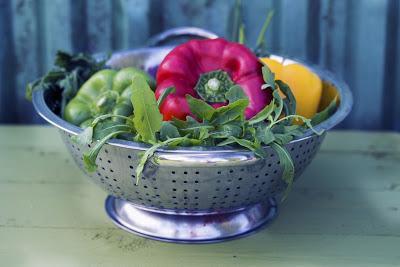 Verduras dentro de un colador