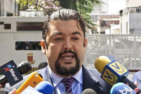 #Venezuela: Roberto Marrero Jefe del Despacho de Guaido (@jguaido) fue detenido por el #Sebin en la madrugada de este jueves (VIDEOS)