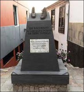 Monumentos zapateros:  Levantado en un pequeño pueblo de Tenerife que recuerda a los zapateros del lugar