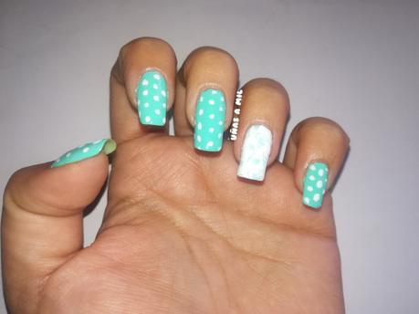 Diseño de uñas con flores y lunares, ideal para la Feria de Abril