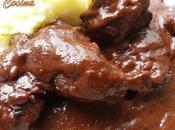 Carrilladas ibericas estofadas toque chocolate cremoso puré patatas gratinado