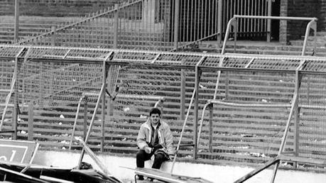 96 muertes y 766 heridos, todos aficionados del Liverpool, fueron el saldo que dejó el desborde de gente que produjo la decisión policial de abrir una puerta para facilitar el ingreso de los hinchas reds (AP)