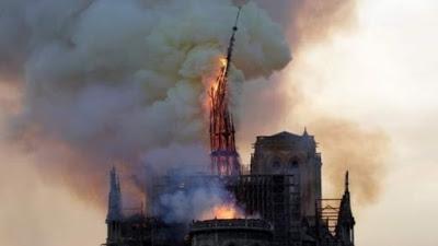 Arde París.