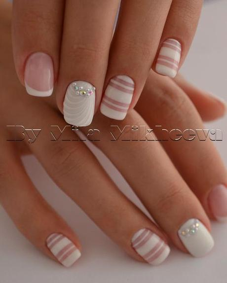 Uñas Con Cintillas Blancas (1)