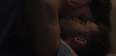 """The Love Blanket: la manta con microcápsulas afrodisíacas de Movistar+ para """"calentar"""" a los amantes de las series"""