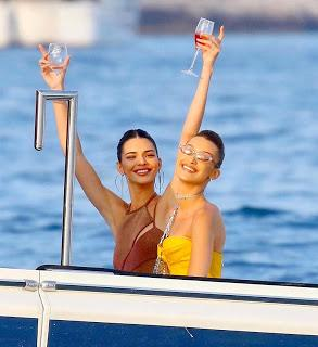 Bella Hadid, Kendall Jenner, Tommy hilfiger, F1, Giambattista Valli, TommyXZendaya, vestido fiesta, vestido, vestido corto, party,