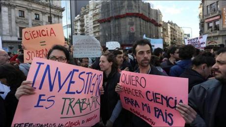 El Futuro Argentino: la Nación en Peligro