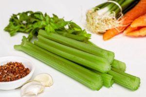 Verduras diuréticas Apio