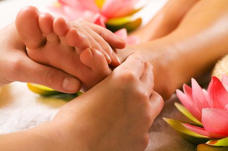 Reflexología. ¿Cómo hacer un buen masaje en los pies?