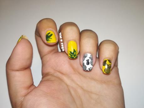Diseño de uñas para el verano con piñas