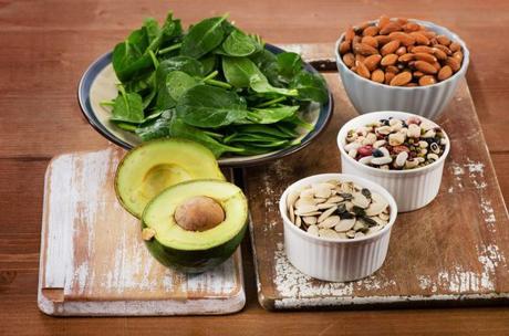 alimentos-con-magnesio-espinacas-semillas-nueces-604x400