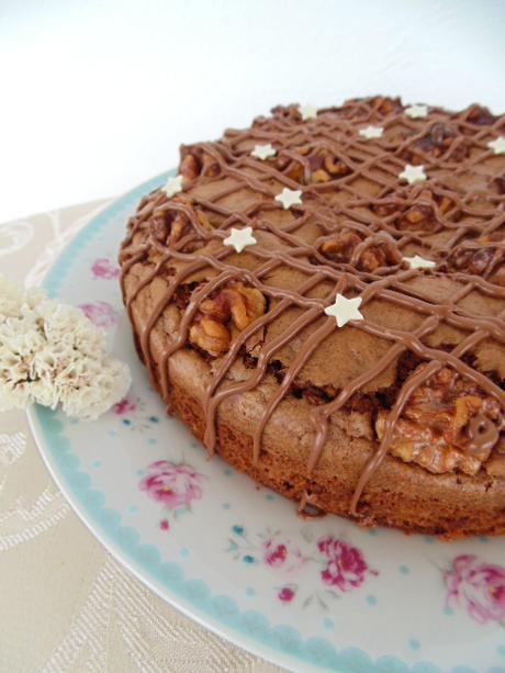 Pastel de nueces, chocolate y aove