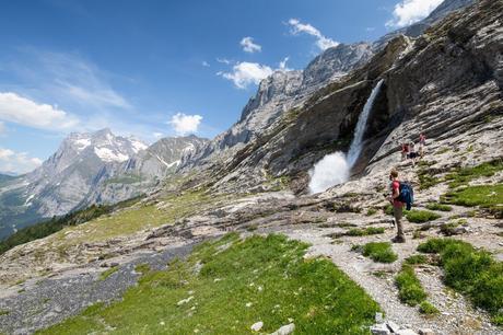 Waterfall-on-the-Trail.jpg.optimal ▷ Cómo caminar por el sendero Eiger en el Oberland bernés, Suiza