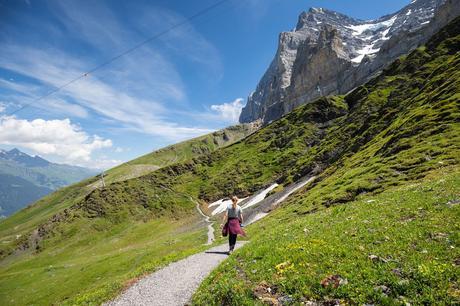 Kara-on-the-Trail.jpg.optimal ▷ Cómo caminar por el sendero Eiger en el Oberland bernés, Suiza