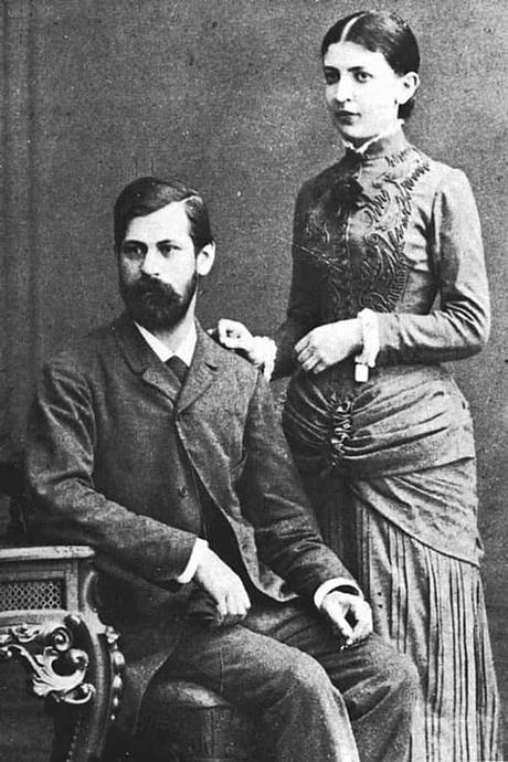 Sigmun Freud y su esposa