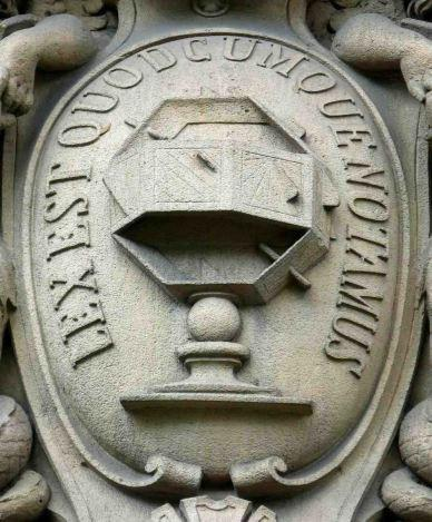 El rombicuboctaedro en la Notaría de París