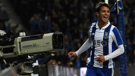 Óliver Torres octavo fichaje del Sevilla FC 19/20