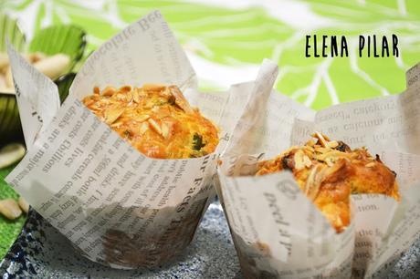 Muffins de rúcula, queso y pasas
