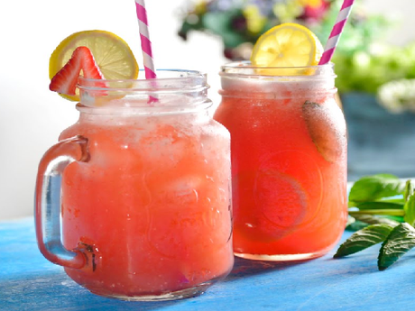 Como preparar una refrescante limonada de fresa