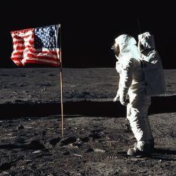Hoy celebramos la llegada de los primeros humanos estadounidenses a la Luna