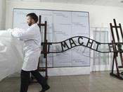 Restauran cartel Auschwitz robado 2009