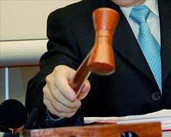 Un juez obliga a un 'ni-ni' a dejar su casa y los padres piden mediación familiar