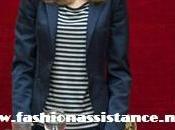 Dña. Letizia elige look navy entrega becas Fundación Caja Madrid