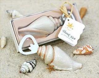 ¿Boda en la playa?... aquí tienes posibles detalles para los invitados