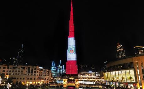 El Burj Khalifa de Dubai se ilumina con la bandera peruana en el Día de la Independencia