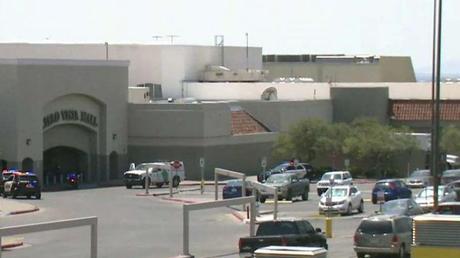 Varias personas están muertas después de un tiroteo en El Paso, Texas, dicen las autoridades