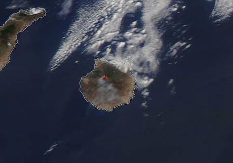 España: imagen satélite del humo del incendio en Gran Canaria (10/11-08-2019)