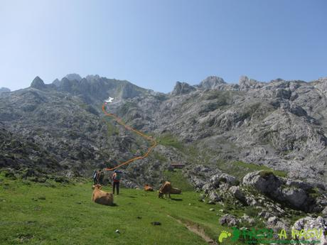 Zona de Vegarredonda y ascensión a Llampa Cimera
