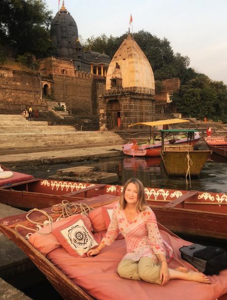 MW-Maheshwar-boat-2018 ▷ Viajes femeninos en solitario en la India: ¿es seguro?