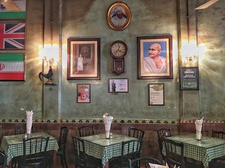 Mumbai-Britannica-Cafe ▷ Viajes femeninos en solitario en la India: ¿es seguro?