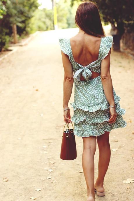 Vestido floreado con volantes