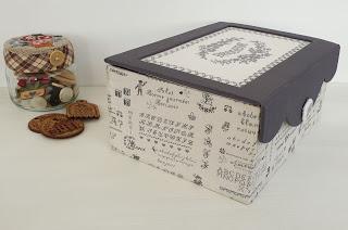 Caja de cartonaje con bordado