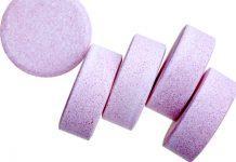 ¿Cuáles son los efectos secundarios del aspartato de calcio anhidro y otras formas de suplementación con calcio?
