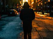Sentirse solo podría poner sesgo negativo percepciones, impacta salud mental posibilidades laborales