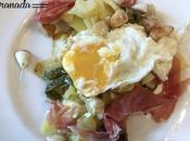 Huevos rotos jamón