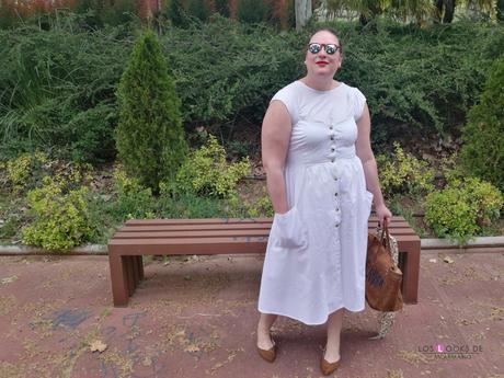 look tallas grandes con vestido blanco midi lino primark con botones marrones camiseta blanca zapato plano marron outfit curvy primavera verano blogger española