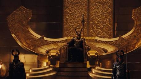 Fotograma de Thor: El mundo oscuro. Loki sentado en el trono de Odín, en Valaskjalf.