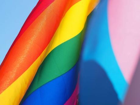 España Multa con 20,000 euros a una mujer que ofrecía «curar» la homosexualidad
